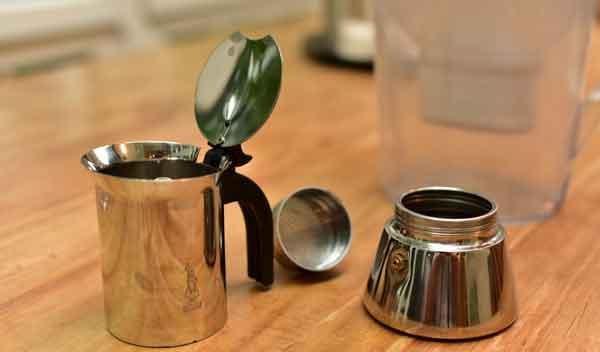 Espressokanne auseinander gebaut